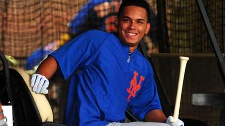 Ruben Tejada gets ready for batting practice during