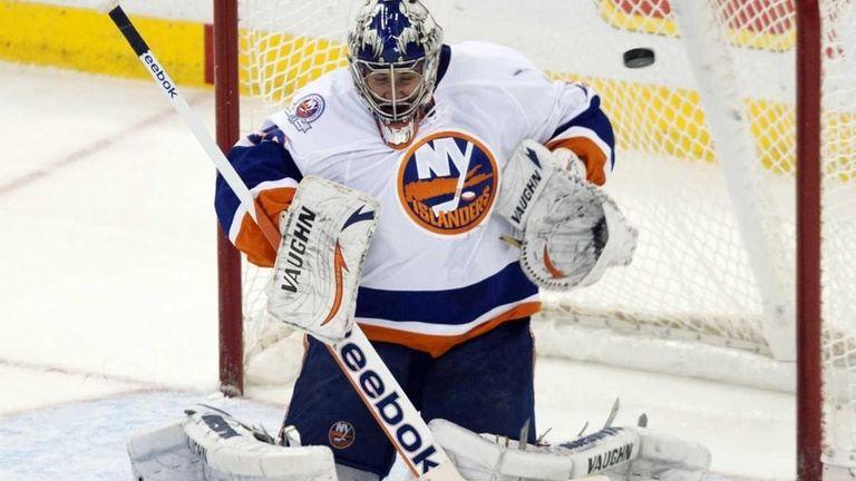 New York Islanders goalie Evgeni Nabokov allows a