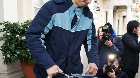 Baggage fees vary among airlines. (Dec. 2, 2011)