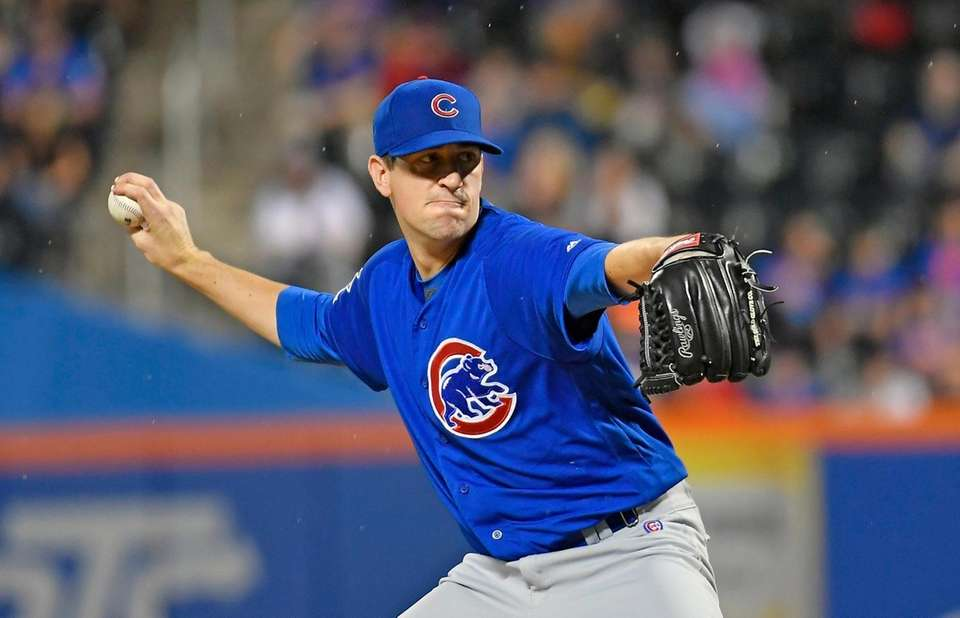 Cubs starting pitcher Kyle Hendricks pitching early in