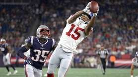 Giants wide receiver Golden Tate (15) catches a