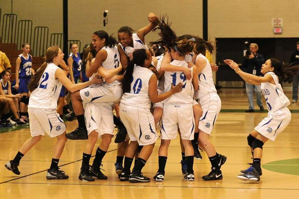 Riverhead celebrates their championship win over Hauppauge. (Feb.