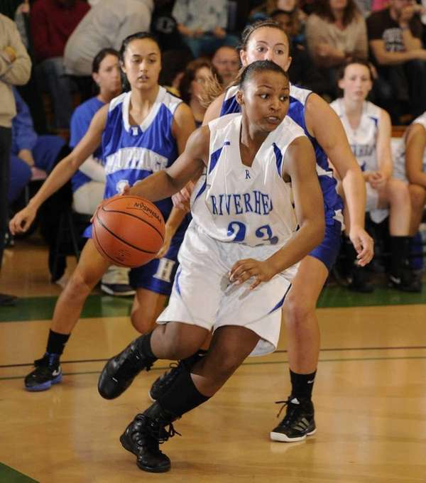 Riverhead guard Shanice Allen drives along the baseline
