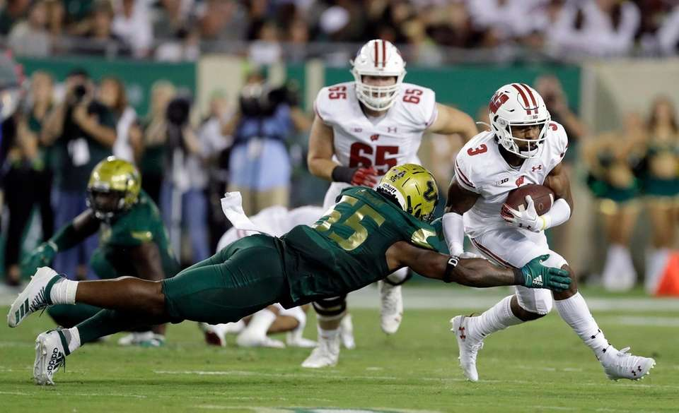 Wisconsin wide receiver Kendric Pryor (3) slips a