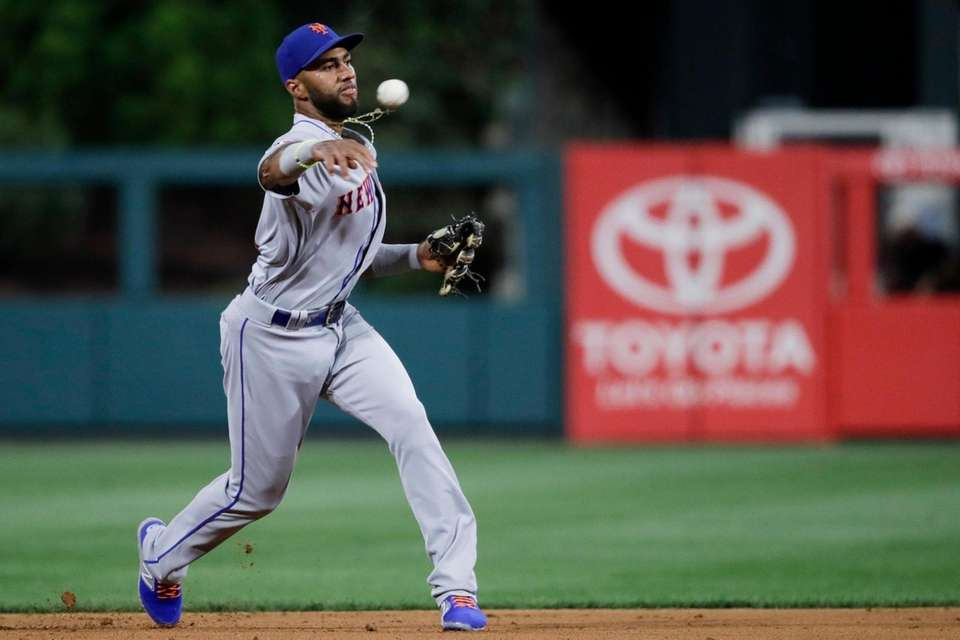 New York Mets' Amed Rosario makes the throw