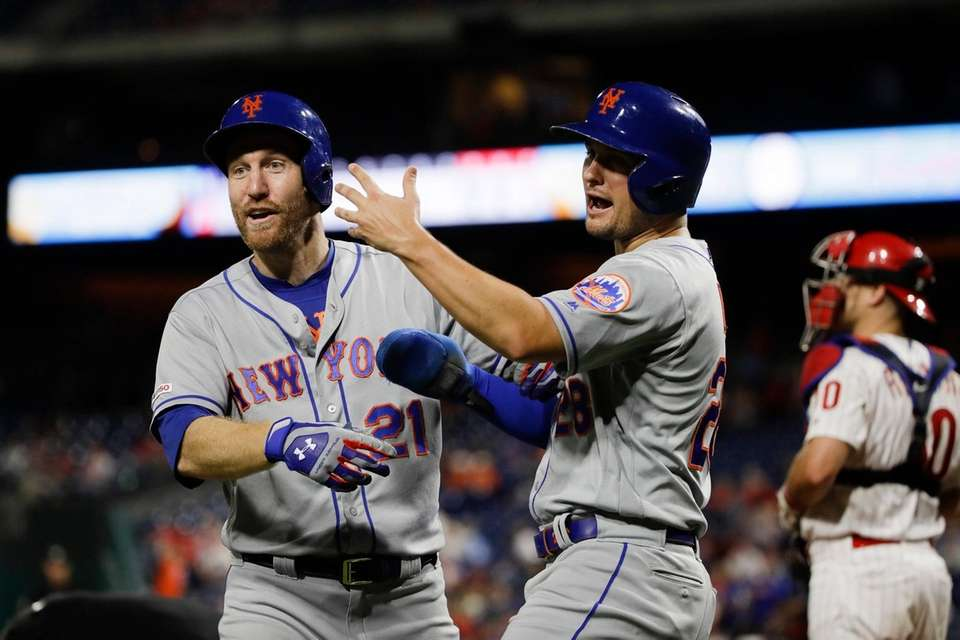 New York Mets' Todd Frazier, left, celebrates with