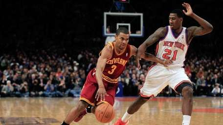 Ramon Sessions #3 of the Cleveland Cavaliers drives