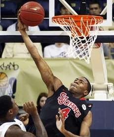 St. John's Moe Harkless (4) dunks past Pittsburgh's