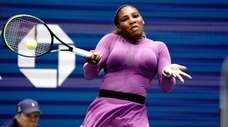 Serena Wiliams with the forehand return against Karolina