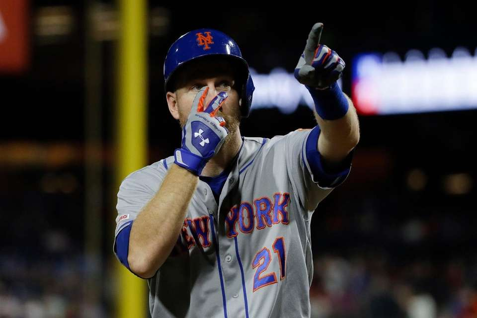 New York Mets' Todd Frazier gestures after hitting