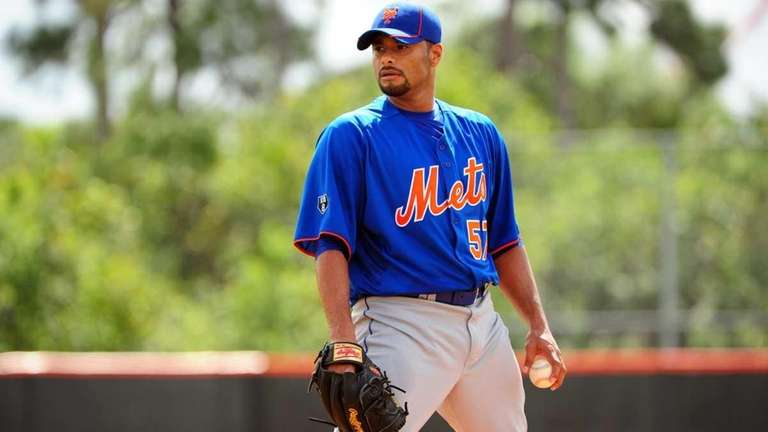 Mets pitcher Johan Santana looks in for the