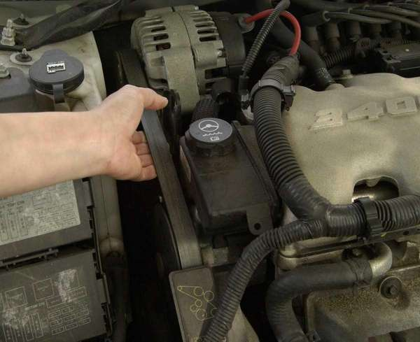 Checking your automibile's serpentine belt for proper tension
