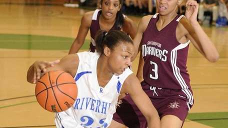 Riverhead guard Shanice Allen drives around Southampton forward