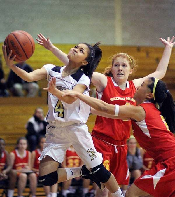 St. Anthony's Tyla Parham gets past two Sacred