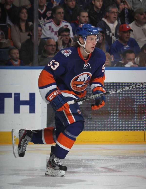 Casey Cizikas of the Islanders skates in his
