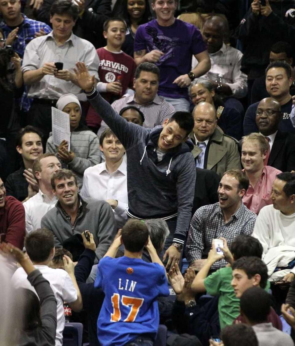 Jeremy Lin acknowledges the fans as he attends