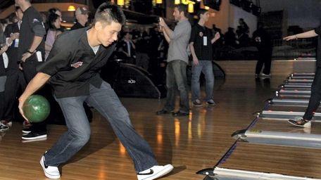 NY Knick Jeremy Lin rolls a ball as