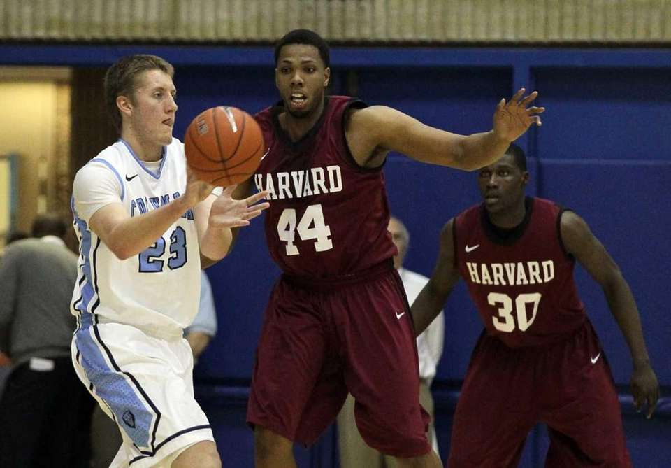 Keith Wright (44) of the Harvard Crimson defends