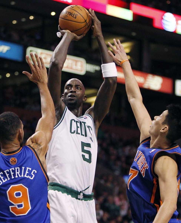 Boston Celtics' Kevin Garnett (5) shoots over New