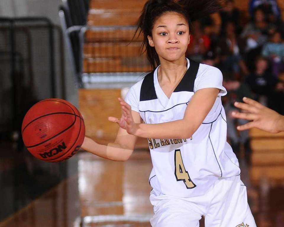 St. Anthony's #4 Tyla Parham makes a pass