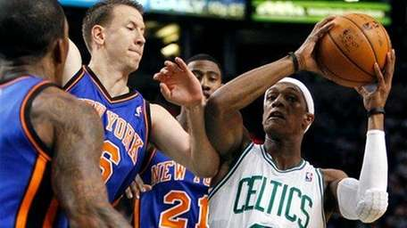 Boston Celtics' Rajon Rondo (9) pulls up short