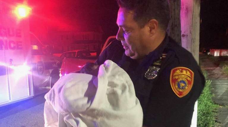 Suffolk police officer helps deliver baby girl in Patchogue home