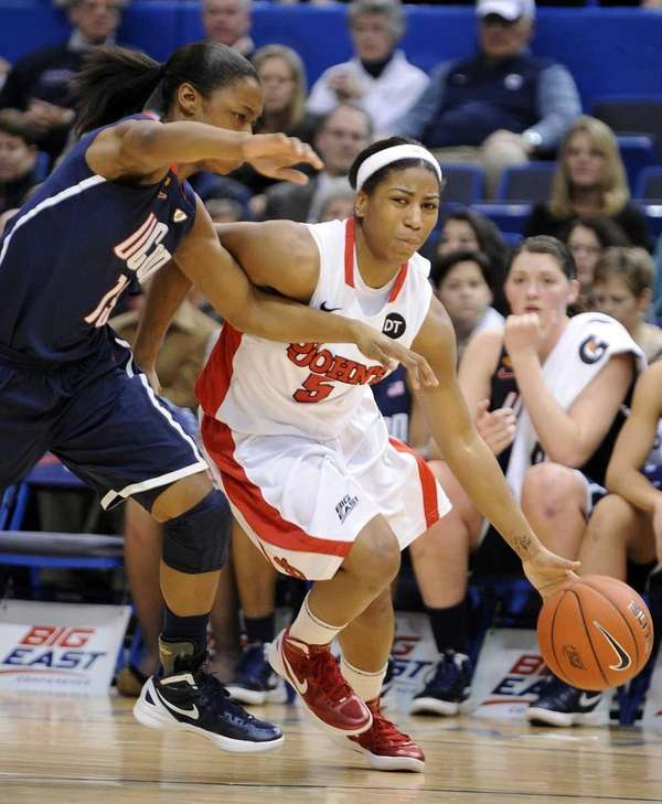 St. John's Nadirah McKenith drives past Connecticut's Brianna