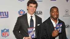 New York Giants quarterback Eli Manning, left, and