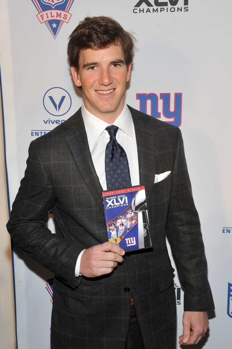 New York Giants quarterback Eli Manning celebrates the