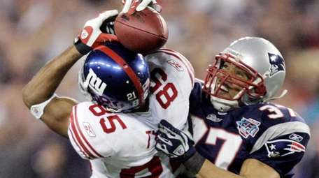 Giants receiver David Tyree catches a 32-yard pass