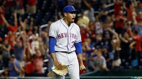 Mets relief pitcher Edwin Diaz walks off the
