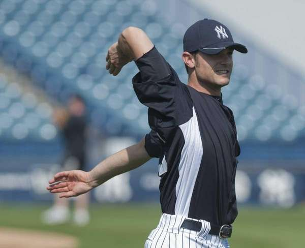 Yankees reliever David Robertson gong through his warmups