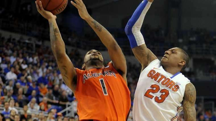 Auburn's Varez Ward goes to the basket during