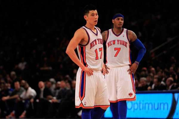 Knicks' Carmelo Anthony, right, and Jeremy Lin, left,