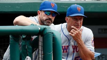 Mets manager Mickey Callaway, left, stands in the