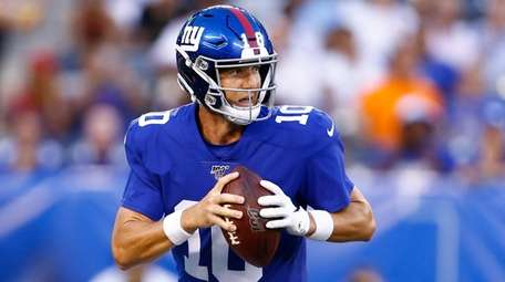 Giants quarterback Eli Manning looks to pass vs.