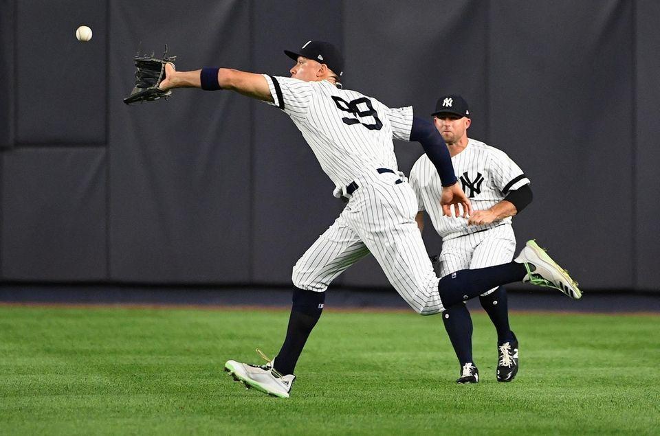 New York Yankees right fielder Aaron Judge runs