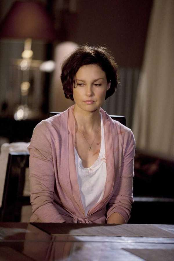 "In the ""Missing"" premiere episode, ""Pilot,"" Ashley Judd"