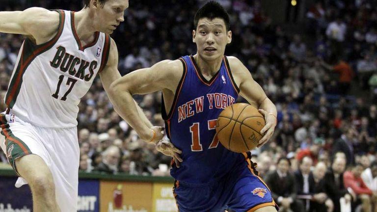 New York Knicks' Jeremy Lin, right, tries to