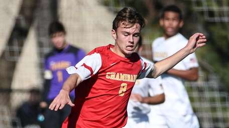 Chaminade's Brendan Tomlinson gets through St. Anthony's defenders