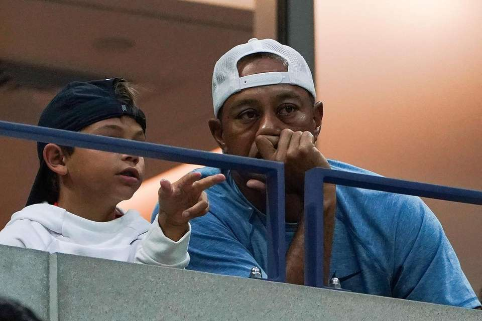 Tiger Woods watches Serena Williams vs. Qiang Wang
