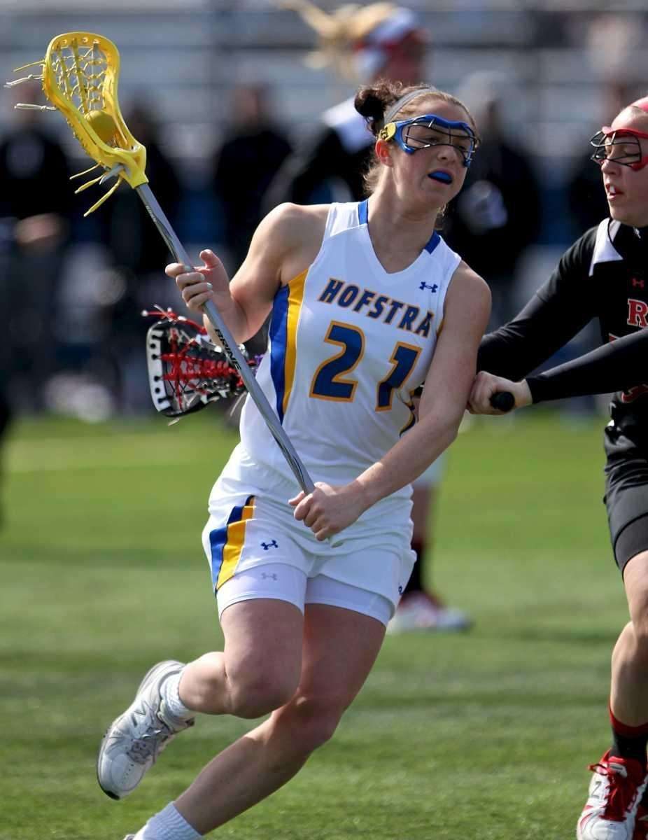 Hofstra's Jenn Ward moves around the outside as