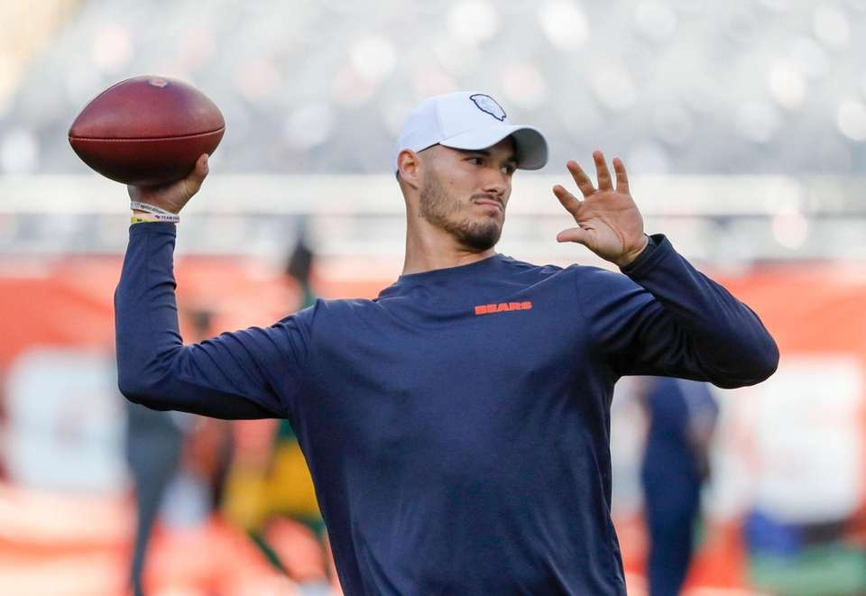 Bears quarterback Mitchell Trubisky warms up before a