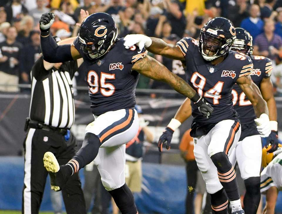 Chicago Bears' Roy Robertson-Harris reacts after sacking Green