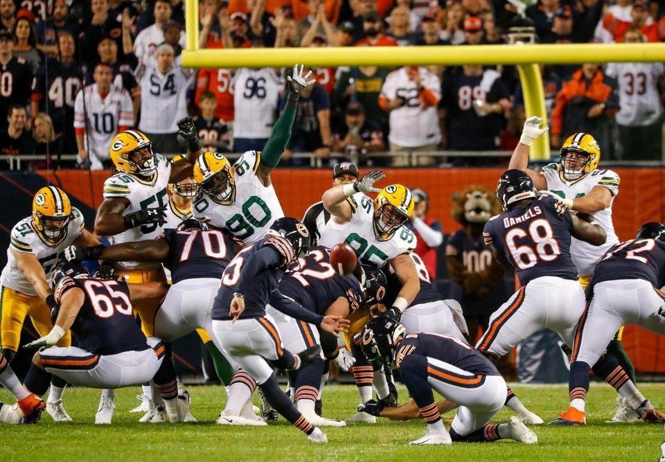 Chicago Bears' Eddy Pineiro kicks 1 field goal