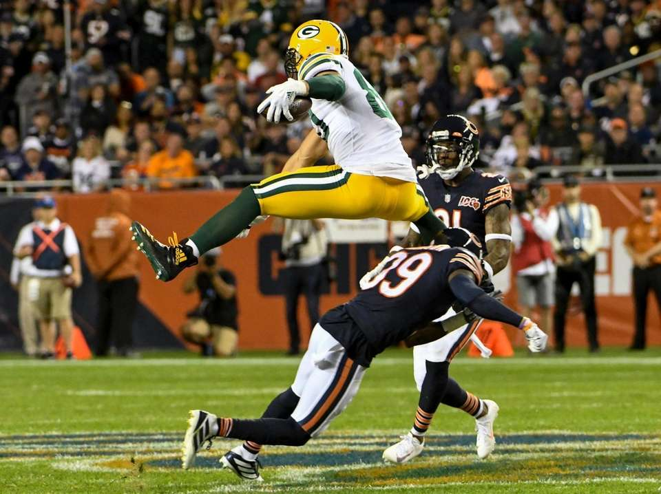 Green Bay Packers' Jimmy Graham leaps over Chicago