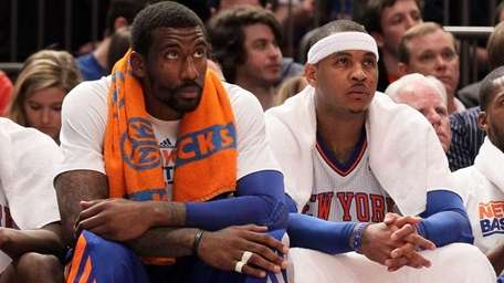 Amar'e Stoudemire, left, and Carmelo Anthony look on
