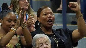 Queen Latifah watches Serena Williams vs. Elina Svitolina