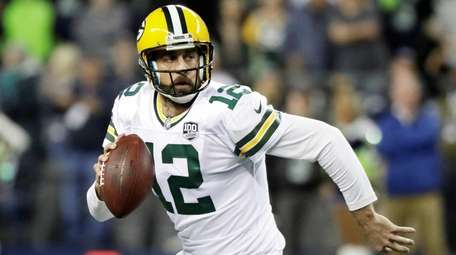 Packers quarterback Aaron Rodgers looks to pass against