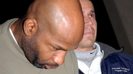 Major Case Unit detective escorts Victor Carlton, 38